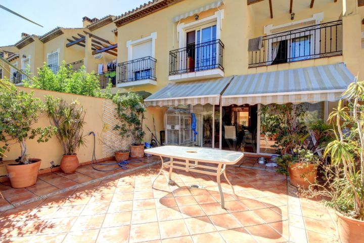 Large townhouse for sale in Estepona centre, with large patio and 4 bedrooms, close to amenities.