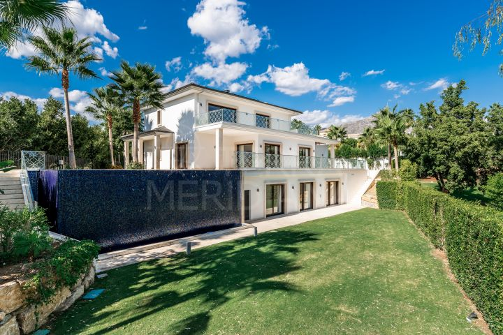 Brand-new, front-line golf villa for sale, with infinity swimming pool and fantastic views, Los Naranjos, Nueva Andalucia