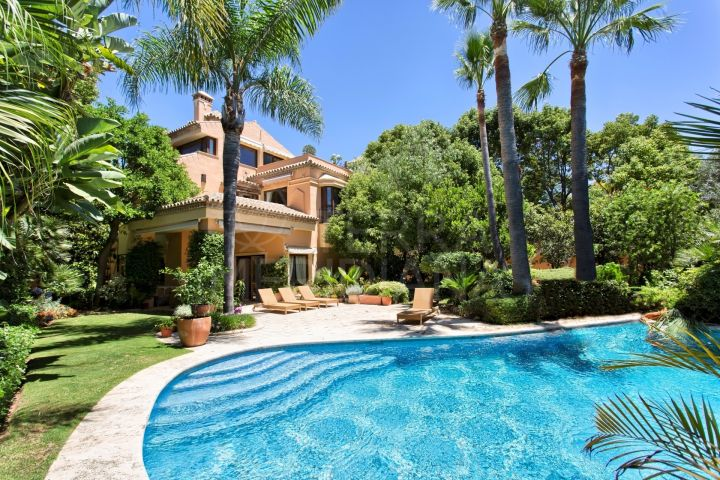 Classically designed villa for sale, with indoor and outdoor pools, Altos de Puente Romano, Marbella