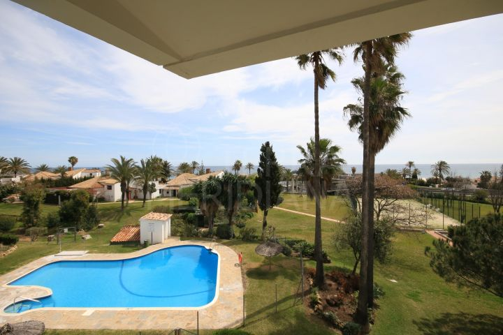 Duplex apartment for sale in Bahia Dorada with sea views and access to community swimming pools, Estepona