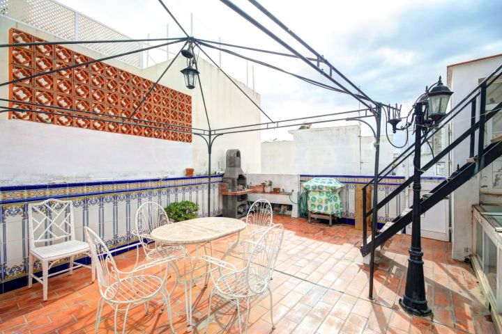 Large Townhouse for sale in the old town centre of Estepona, 200 metres from the beach with expansive terraces.