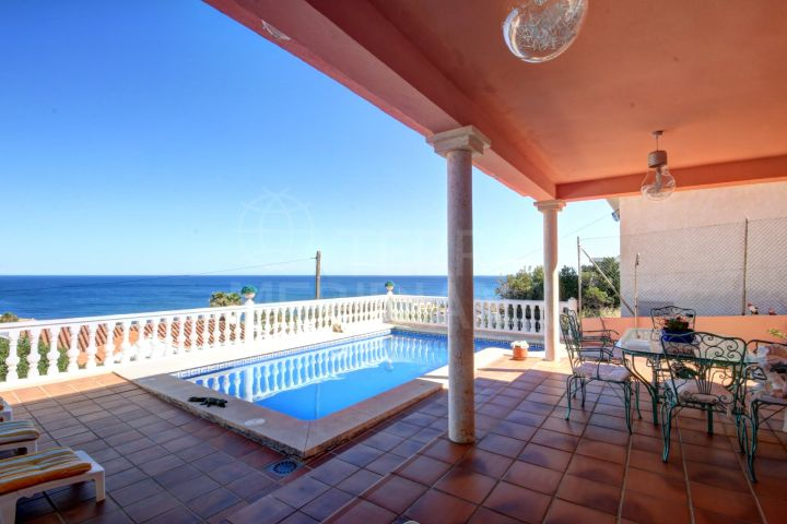Large villa for sale in Buenas Noches, with panoramic sea views and private swimming pool.