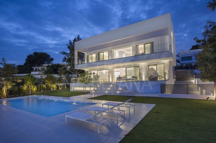 Luxury new 4 bedroom villa for sale, unrestricted sea views located in Casasola, Estepona