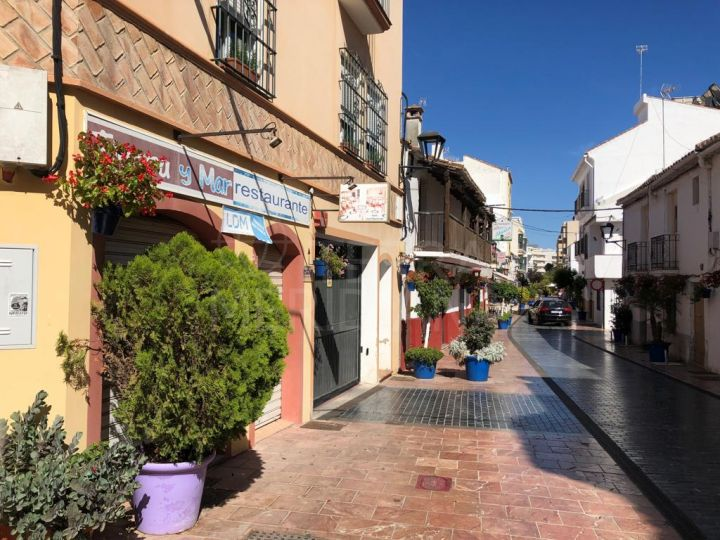 Excellent commercial premises for sale or rent in Estepona´s old town centre, Malaga