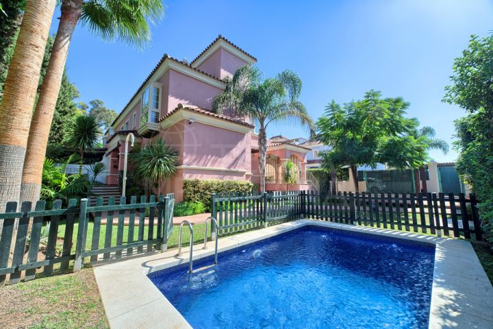 Semi-detached villa for sale, beachside with private pool and sea views in San Pedro de Alcántara