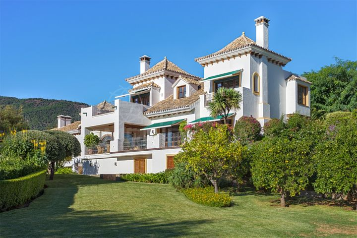 Andalusian villa for sale, with pool and panoramic views, gated community, La Zagaleta, Benahavís