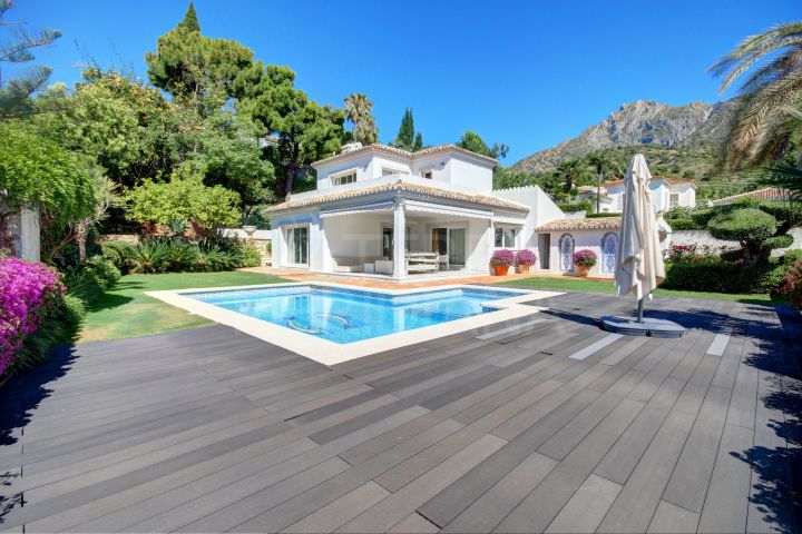 Fabulous villa in an exclusive gated community for sale in Cascada de Camojan, Marbella