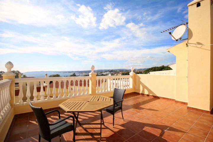 Spacious townhouse for sale with sea views in Seghers, close to Estepona Marina