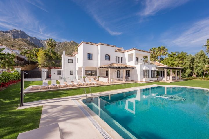 Contemporary villa for sale with sea views in Sierra Blanca, close to Marbella centre