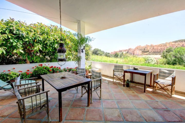 Front line golf villa for sale in Valle Romano, Estepona, Malaga