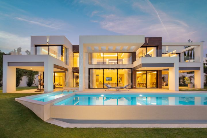 Brand-new, contemporary villa for sale with sea views in La Cerquilla, Nueva Andalucía, Marbella