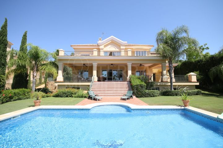 Luxurious modern villa for sale situated near Villa Padierna in Los Flamingos Golf private estate, Benahavis