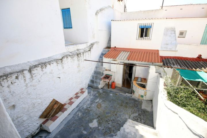 Townhouse for sale in the old town centre of Estepona with a beautiful ground floor patio