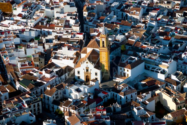 Large plot for sale in an unbeatable location at the top of Estepona old town