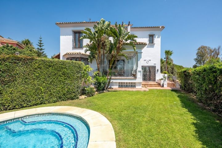 Elegant 6 bedroom villa for sale in El Rosario, with views, pool and separate studio apartment