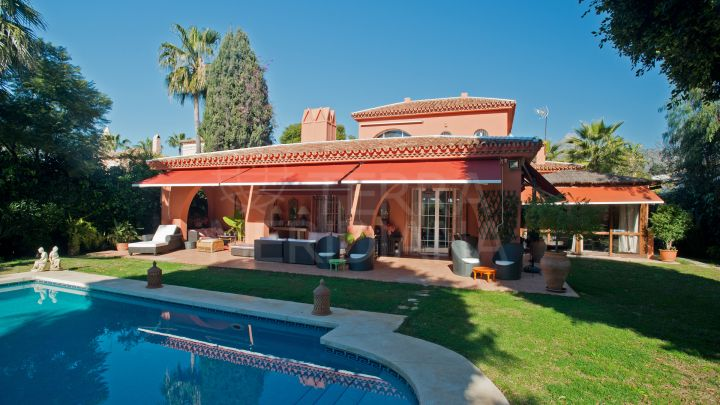Lovely villa for sale in Aloha, Nueva Andalucia walking distance to amenities and in very good condition