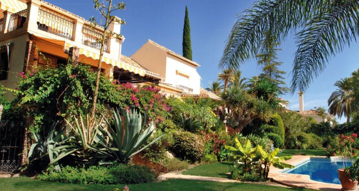 Andalusian 5 bedroom villa with private pool and sea views sale in El Paraiso Alto, Benahavis