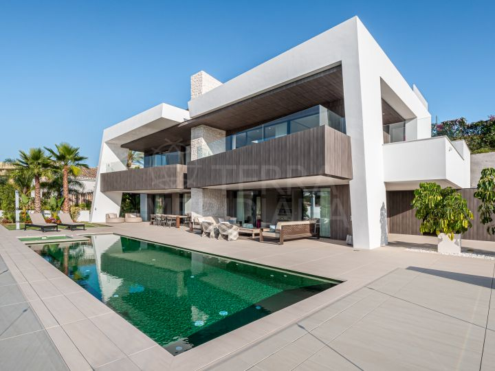Modern 4 bedroom villa with golf views and private heated swimming pool for sale in Nueva Andalucia, Marbella