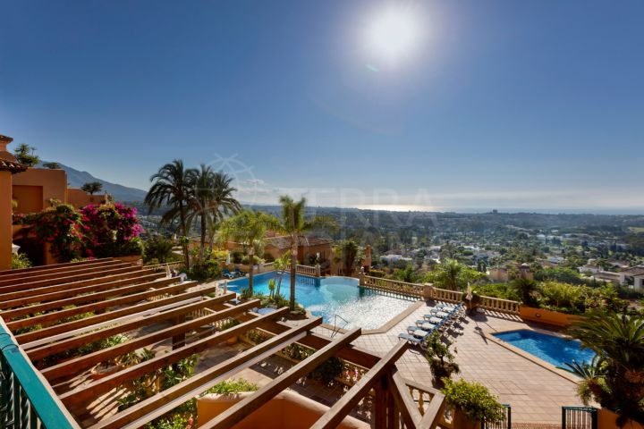Stunning apartment for sale in Les Belvederes in Nueva Andalucia, Marbella
