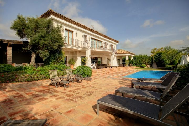 Fabulous villa with south facing views for sale in Monte Halcones in Benahavis, with private swimming pool