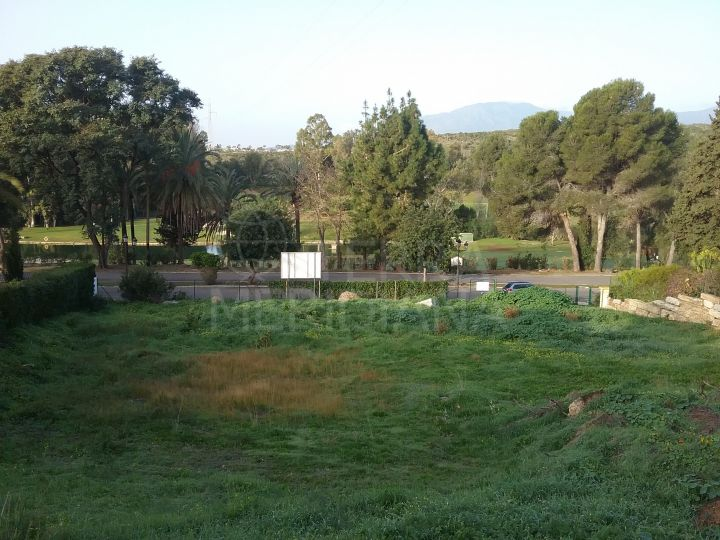 Superb plot with license for sale in El Paraiso, New Golden Mile Estepona