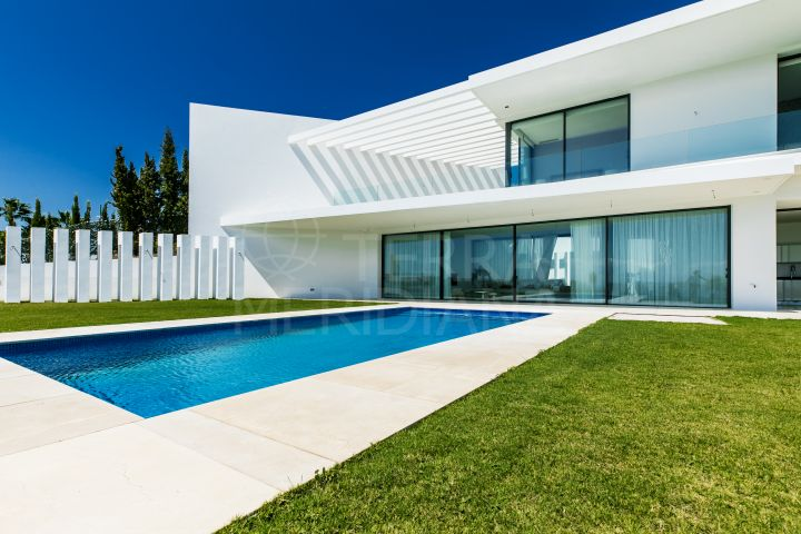 Fantastic contemporary new build villa for sale in los Capanes, with Golf views and close to Marbella