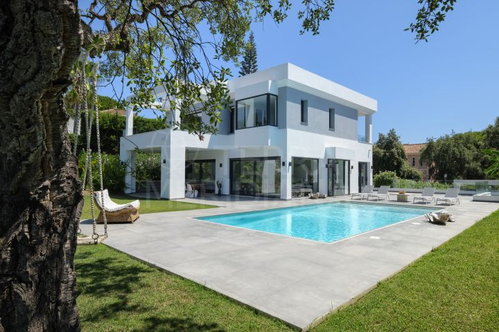 New deluxe contemporary 4 bedroom villa for sale in Hacienda las Chapas, Marbella