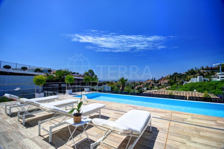 Fabulous villa for sale in el Herrojo, La Quinta with spectacular views and private pool, Benahavis
