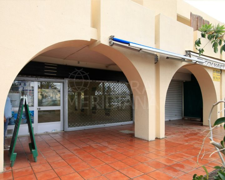 Commercial premises for sale in Estepona Port in an unbeatable location