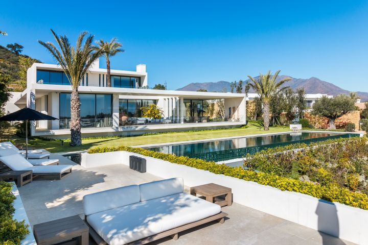 Stylish modern villa for sale under construction in Casares