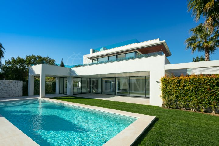 Brand new contemporary style seaside villa with solarium for sale in Guadalmina Baja, Marbella