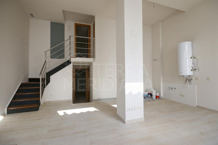 Spacious 4 bedroom apartment for sale on ground floor, 100 meters from the main beach of Estepona