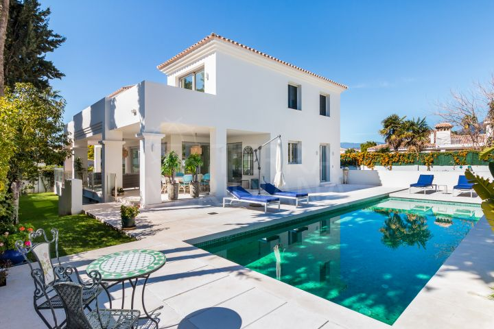 Brand new luxury beachside villa with heated pool for sale in the exclusive neighbourhood of Cortijo Blanco, San Pedro de Alcantara