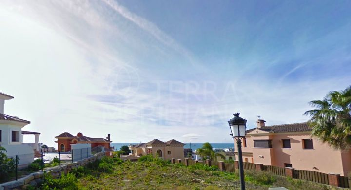 Superb plot with sea views, for sale in Seghers urbanisation close to the Port of Estepona