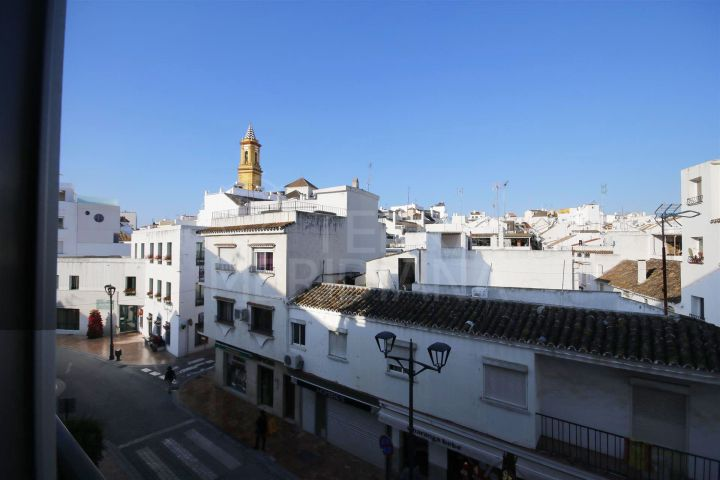 Sunny second floor apartment for sale in Estepona centre, less than 2 minutes walk to the beach.
