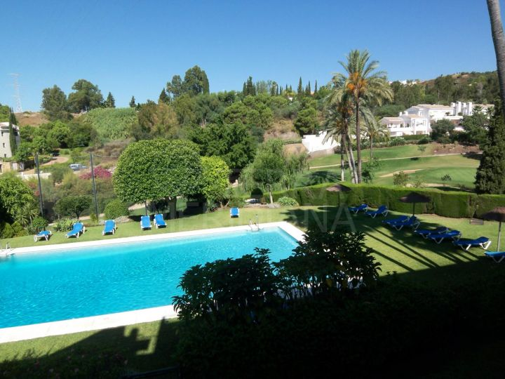 Gorgeous frontline golf corner apartment with wraparound terrace for sale in Balcones de La Quinta, Benahavis