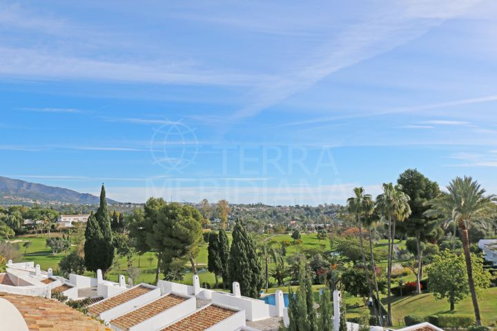 Penthouse with golf views for sale in Los Dragos, Nueva Andalucia