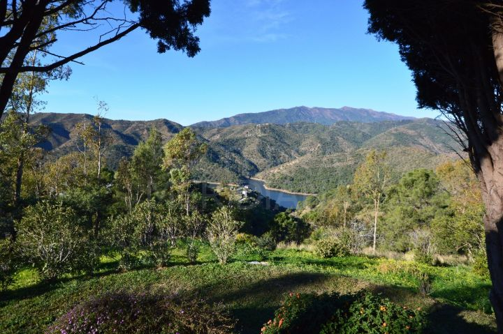 Large finca with guest house overlooking the Istan lake for sale in the breathtaking panoramic location of the Istan Road, Istan
