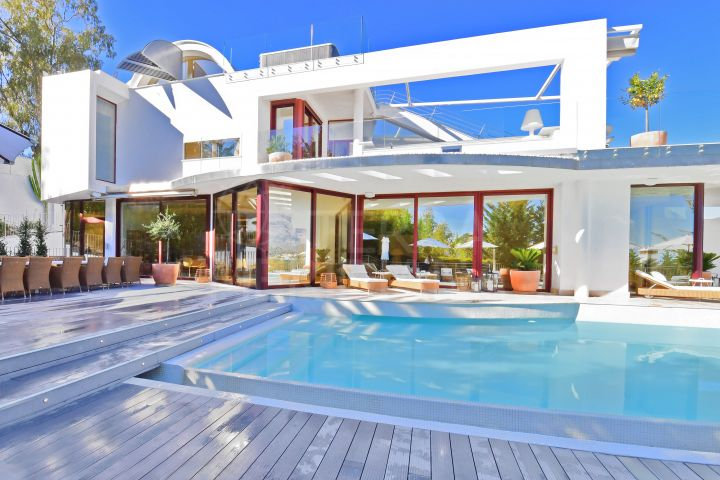 7 bedroom villa with rooftop terrace and panoramic views for sale in Nueva Andalucia, Marbella