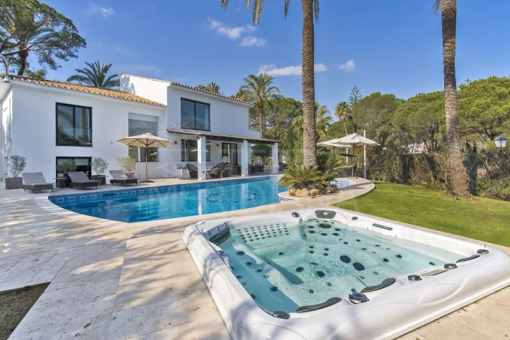Newly renovated luxury villa with heated swimming pool for sale in the heart of the Golf Valley in Nueva Andalucia, Marbella