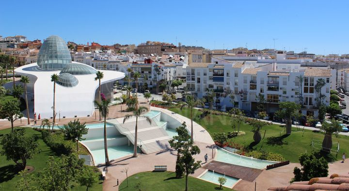 3 bedroom apartment to reform for sale in the old town of Estepona, close to the beach