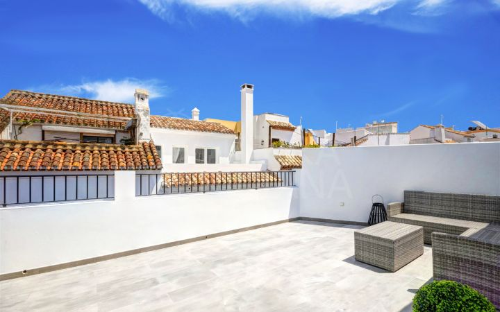 Duplex apartment for sale in the old town of Estepona, in move in condition and close to all amenities