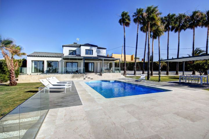 Contemporary style villa with stunning sea views for sale in Estepona, Las Mesas, close to Estepona Marina
