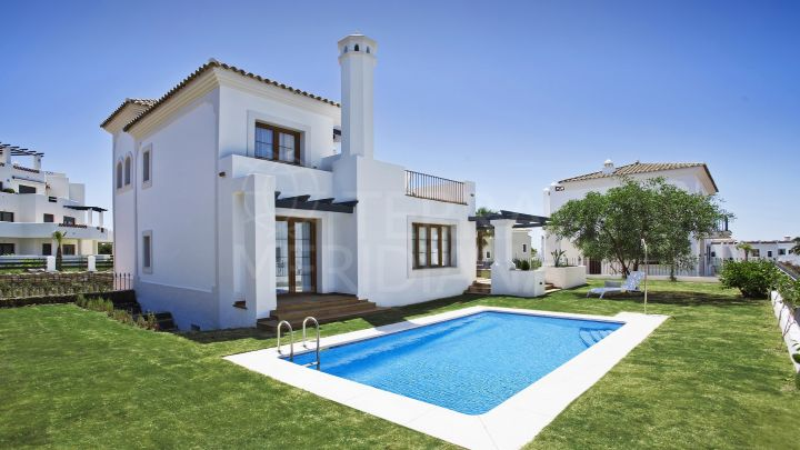Villa in the front-line golf development of Pueblo del Golf, for sale in La Resina, Estepona