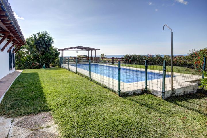 Country Villa on large plot for sale in El Padron with excellent sea views, Estepona