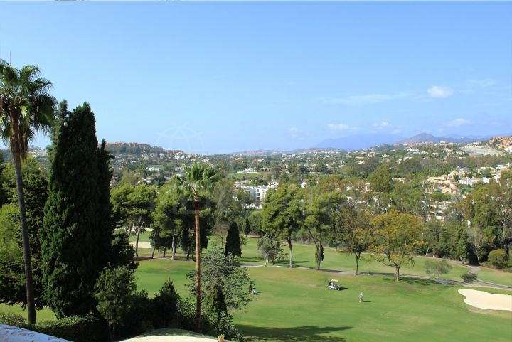 Spacious frontline golf plot with phenomenal views and license for a contemporary turnkey villa for sale in Aloha Golf, Nueva Andalucia, Marbella