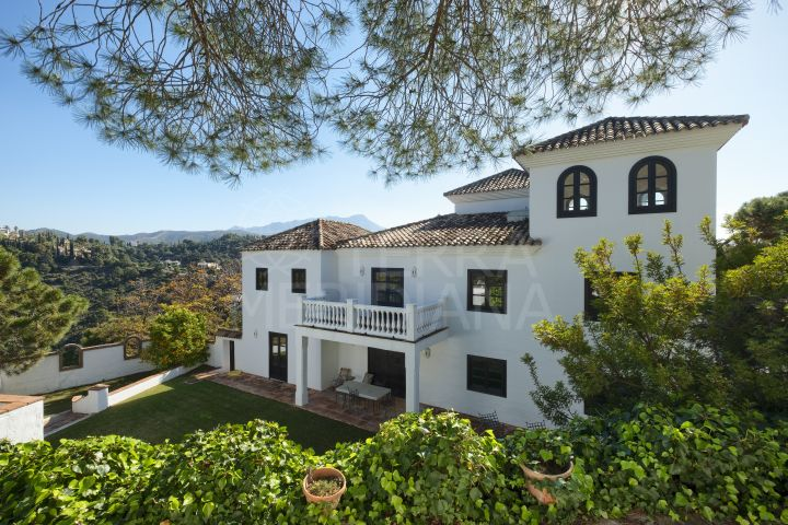 Andalusian style villa with guest apartment on a spacious plot for sale in El Madroñal, Benahavis