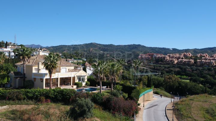 Perfectly positioned and well-priced plot for sale in the desirable neighbourhood of Elviria, Marbella East