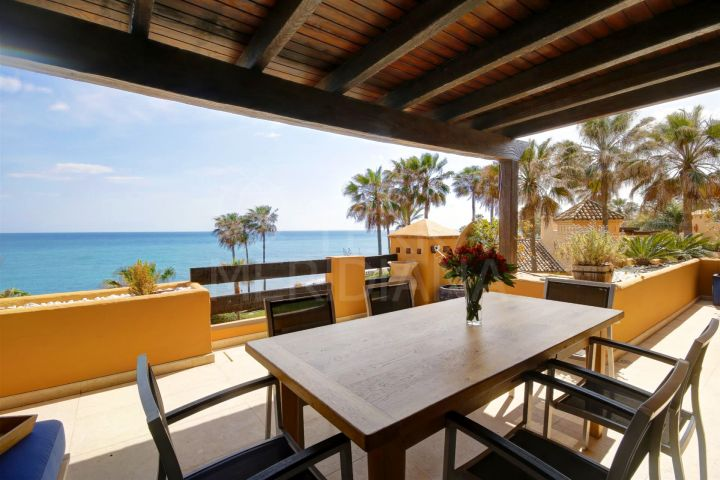 Refurbished south west 3 bed front line apartment for sale in Los Granados del Mar, Estepona