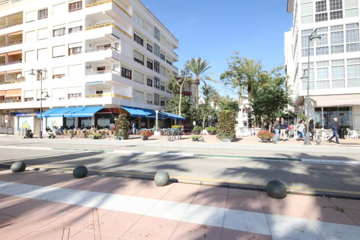 Immaculate apartment for sale in the town centre of Estepona next to the beach of playa de la Rada